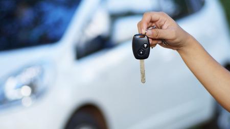 clés de voiture montrent main Banque d'images