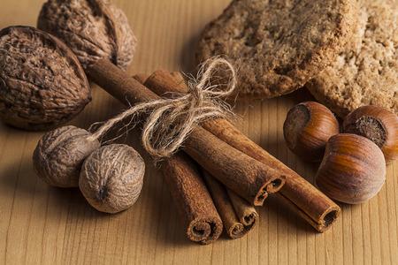 cinnamon sticks: Tied cinnamon sticks