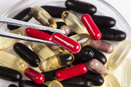 tenailles: Pincers with red pill