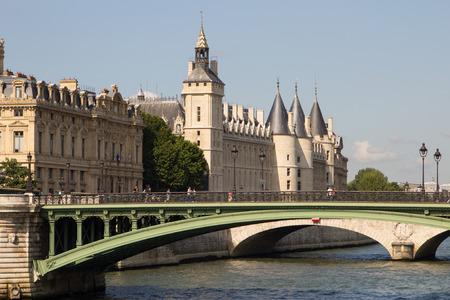 il: Palais de Justice standing on the banks of river Seine on the island Il de la Cite, Paris - France