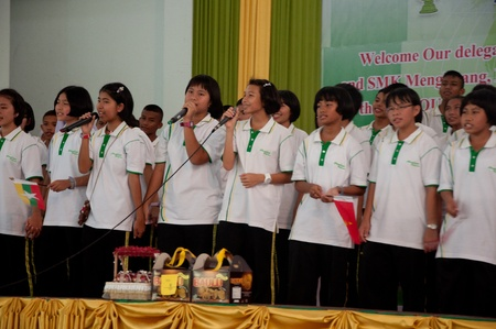 YALA, THAILAND - SEPTEMBER 16: unidentified Students of Kanarasadornbumroong School sing welcome song for group of Malaysian Teacher for visit school at Kanarasadornbumroong School on SEPTEMBER 16, 2011 in YALA, THAILAND