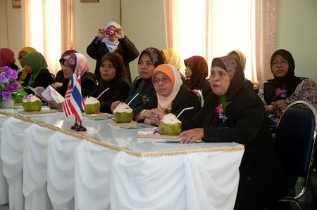 YALA, THAILAND - SEPTEMBER 16: unidentified Malaysian Teachers visit Kanarasdornbumroong school at Kanarasadornbumroong School on SEPTEMBER 16, 2011 in YALA, THAILAND Stock Photo - 11305508