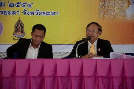 birthday religious: YALA, THAILAND - DECEMBER 3: Unidentified man speaks for religious seminar in Religious Seminar for Thai Kings Birthday on Dec 3, 2011 at Youth Center Yala, Thailand Editorial