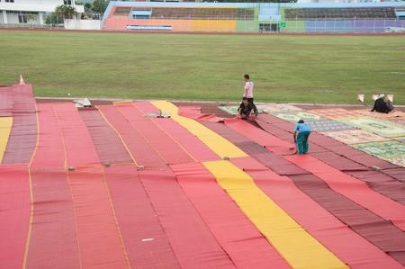 educacion fisica: YALA, Tailandia - 29 de octubre: Sin determinar Yala alfombra adolescente Musim masculina para la ceremonia de rezar a Al� isl�mico ceremonia de Dios el 23 de Oct de 2011 a las Yala Instituto de la educaci�n f�sica, Tailandia Editorial