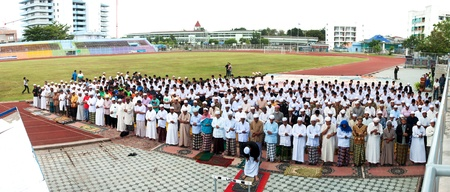 YALA, THAILAND - OCTOBER 29:Unidentified yala Musim men pray for Allah for ceremony in pray for Allah Islamic God ceremony on Oct 23, 2011 at Yala Institute of physical education, Thailand Stock Photo - 11653423