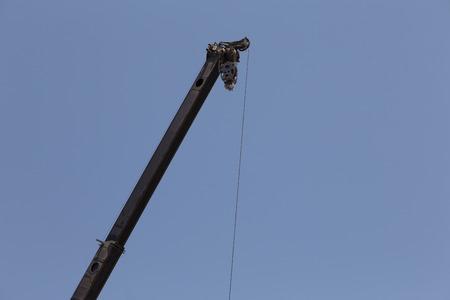 long: Long neck crane for architecture