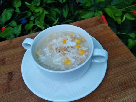 Corn soup is delicious and can help warm the body when eaten in cold weather. Made from corn, egg whites, shredded chicken meat and a little pepper.