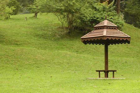 Ein Dach aus Holz Hütte am Park Standard-Bild - 1158420