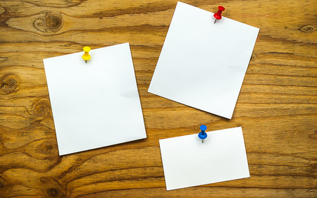 paper pin: blank paper note on wood background with pin