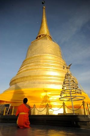 minister: The monk worship Goalden mountain in Bangkok, Thailand. Stock Photo