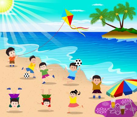 ni�os divirtiendose: felices los ni�os se divierten en la playa