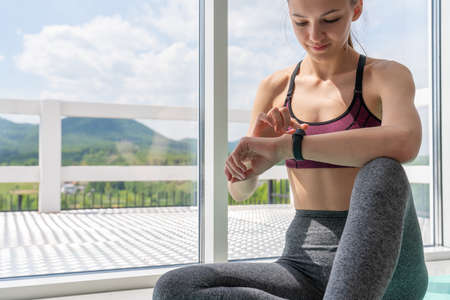 Cropped view of athletic woman looking at smart watch 版權商用圖片