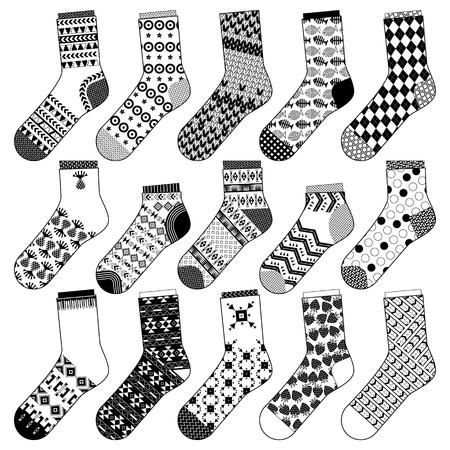 blanco: Conjunto de 15 diversos calcetines. En blanco y negro. ilustración vectorial Vectores