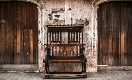 chair between doors Фото со стока
