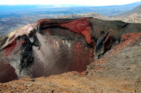 tongariro national park: Red crater in Tongariro National Park, New Zealand