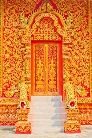 Gate of the temple  版權商用圖片