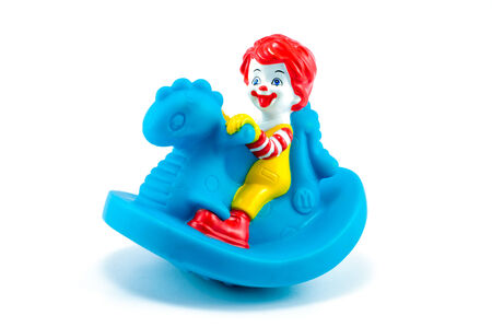 Bangkok, Tailandia - 30 de marzo 2014: ronald ni�o de juguete happymeal. Hay juguete de goma vendido como parte de las comidas felices de McDonald para menores de 3 a�os de edad.