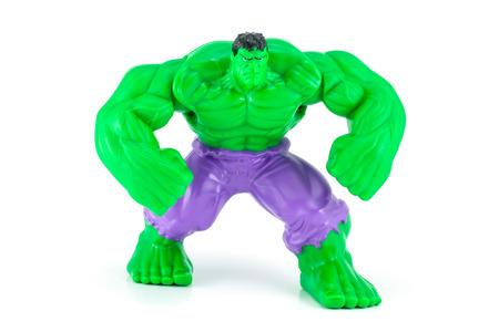 vendicatore: Bangkok, Thailandia - 8 maggio 2014: Il personaggio giocattolo Hulk da Hulk e film vendicatore. Ci sono giocattolo di plastica venduto come parte di pasti felici del McDonald.
