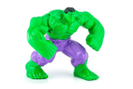 vengador: Bangkok, Tailandia - 08 de mayo 2014: El car�cter de juguete Hulk de la pel�cula Hulk y vengador. Hay un juguete de pl�stico que se vende como parte de las comidas felices de McDonald.