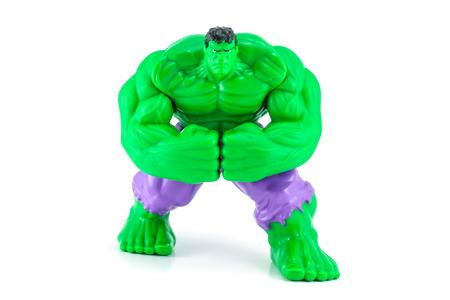 avenger: Bangkok, Tailandia - 08 de mayo 2014: El carácter de juguete Hulk de la película Hulk y vengador. Hay un juguete de plástico que se vende como parte de las comidas felices de McDonald.