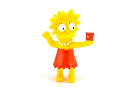 familia animada: Bangkok, Tailandia - 03 de junio 2014: Lisa Simpson car�cter figura de juguete de la familia Simpson. Los Simpson es una serie estadounidense de animaci�n. Editorial
