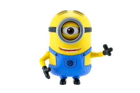 juguetes: Bangkok, Tailandia - 17 de mayo 2015: Juguete Minions aislado en fondo blanco una figura de acci�n de Despicable Me 2 pel�cula de animaci�n en 3D producida por Illumination Entertainment para Universal Pictures. Editorial