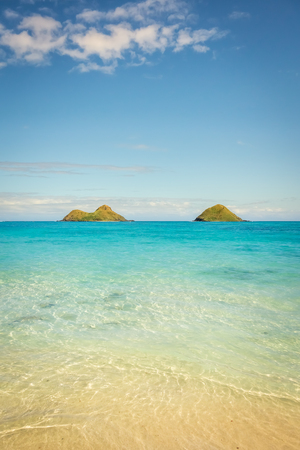 The crystal clear turquoise and emerald green waters of Lanikai Beach on a warm and sunny summer day on Oahu, Hawaii. Stok Fotoğraf