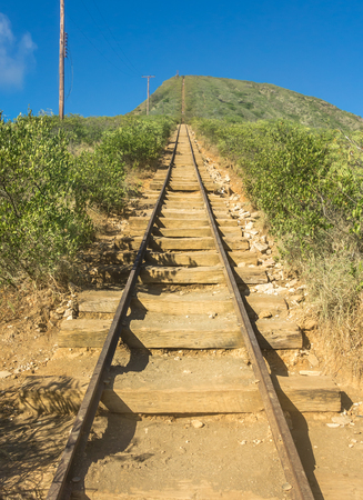 The daunting and extremely steep hiking trail leading to the top of Koko Head Crater on the island of Oahu, Hawaii. Stok Fotoğraf