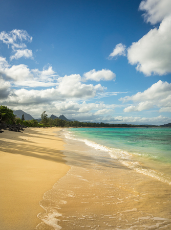 Perfect weather for taking in the beautiful emerald green water and soft white sand of Waimanalo Beach on the island of Oahu, Hawaii. Stok Fotoğraf
