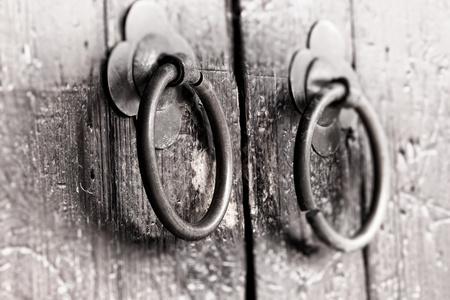 muebles antiguos: Antiguo llamador de la puerta