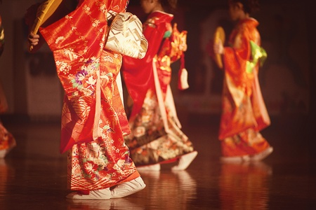 glades: Japanese girl dancing in traditional clothing