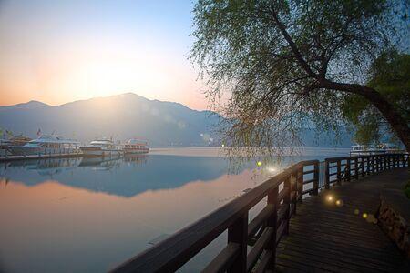 zon maan: Sun Moon Lake, Nantou, Taiwan