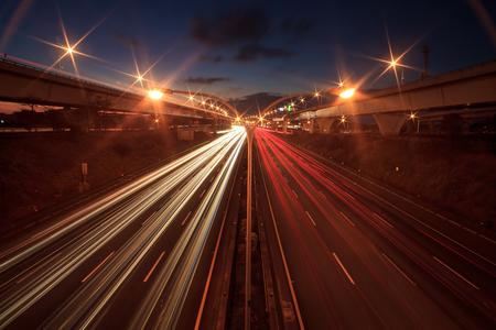 trajectoire: R�sum� voiture dans la trajectoire de tunnel pour une utilisation � des fins adv ou autres