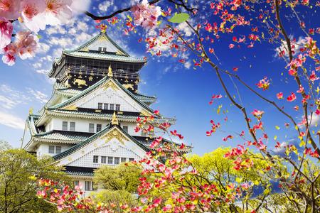 castillos: Castillo de Osaka en Osaka, Japón, para adv u otros uso del propósito Editorial