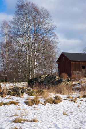 the old wooden building on a background of blue sky, winownter, snow Imagens