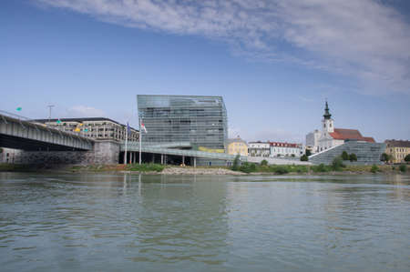 congress center: Parish Church and parts of the Congress Center in Linz Stock Photo