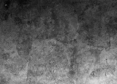 oude bekraste metalen structuur is in de schaduw aan de ene kant