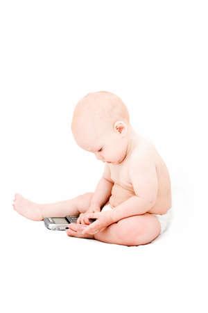 clamber: Baby con telefono cellulare su bianco