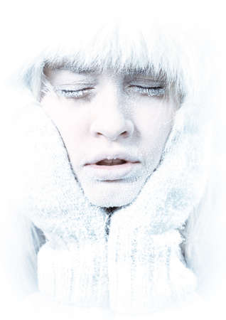 Frozen. Close-up portrait of chilled female face covered in ice. Banque d'images