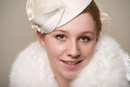 robo: Primer plano de la pelirroja en el sombrero y el pelo