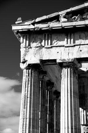 pediment: Mono marble columns and pediment of Parthenon