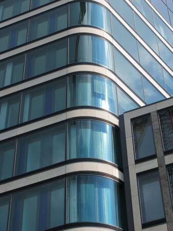 futuristically: B�ro aus Glass