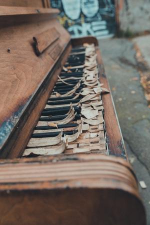 old piano Standard-Bild
