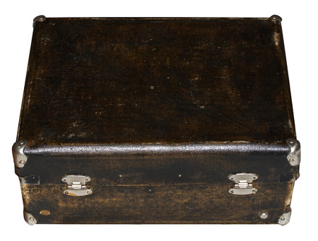 Isolated Scratched Vintage Brown Suitcase sur un fond blanc Banque d'images - 62119623