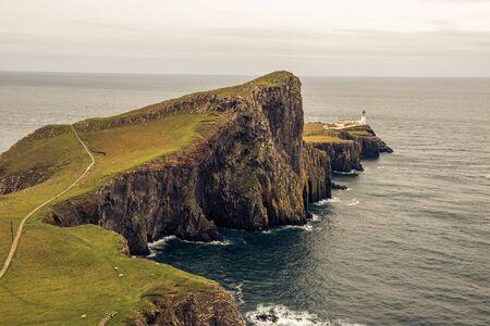Point de phare point de vue sur l & # 39 ; île de skye Banque d'images - 98383305