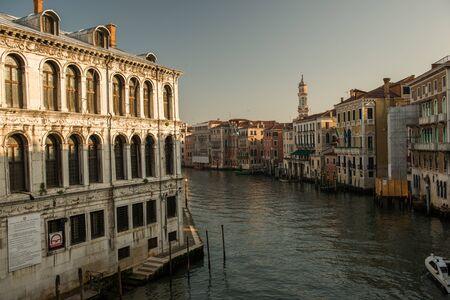 Un canal à venise italie Banque d'images - 98384258