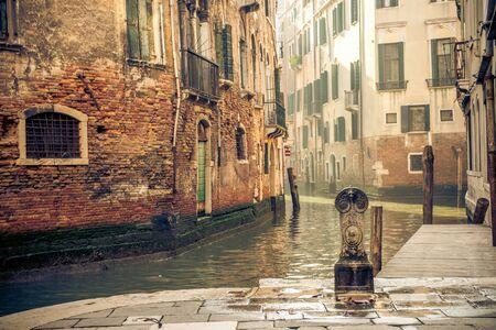 Un canal à venise italie Banque d'images - 98384261
