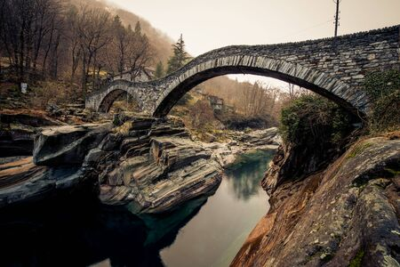 Les ponts rondes du tessin italie Banque d'images - 98383889