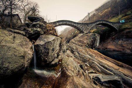 Les ponts rondes du tessin italie Banque d'images - 98383892