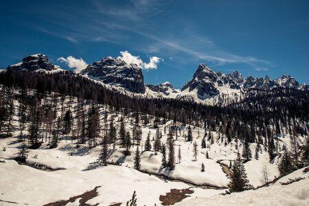 Une photo panoramique des alpes en suisse Banque d'images - 98383437